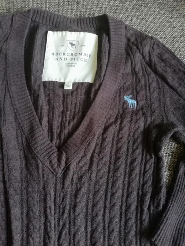Sweter z łosiem...