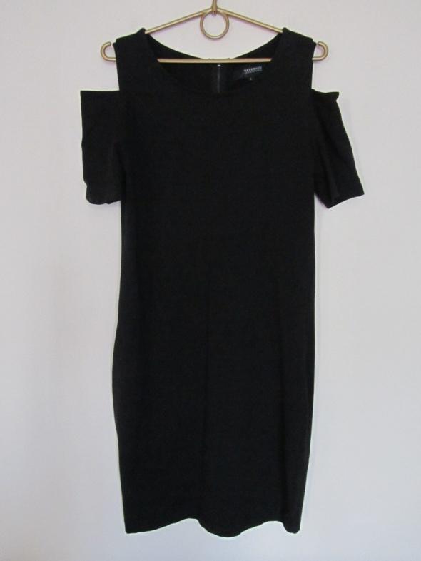 Czarna sukienka basic wycięte ramiona...