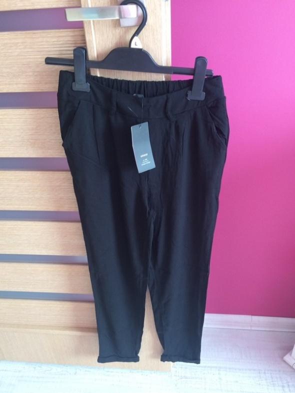 Nowe materiałowe spodnie