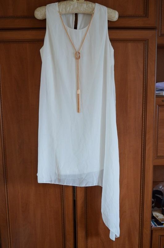Asymetryczna sukienka z wisiorem L 40