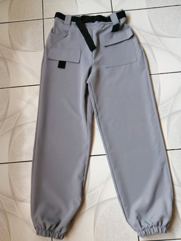 Świetnie spodnie ze ściągaczem