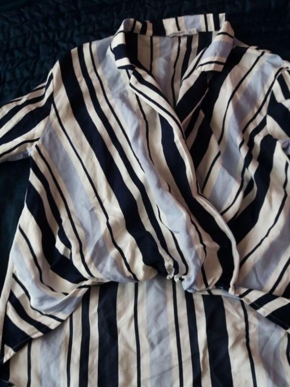 Elegancka asymetryczna koszula Bershka