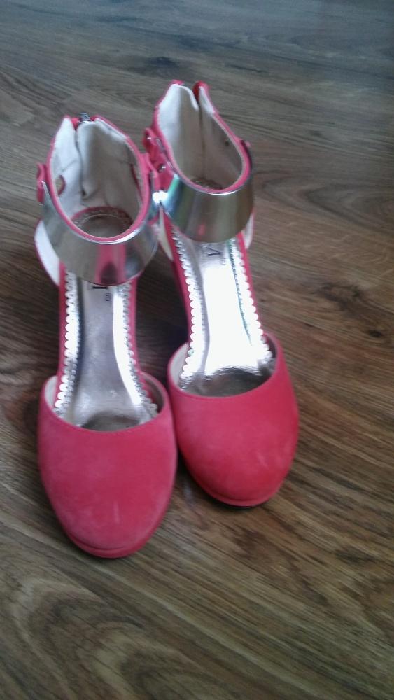 Koturny Koralowe buty na koturnie z blaszką 36