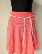Zwiewna brzoskwiniowa różowa spódnica z paskiem i