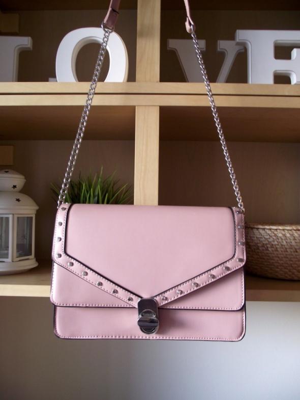Nowa torebka z ćwiekami pudrowy róż listonoszka na ramię Stradivarius