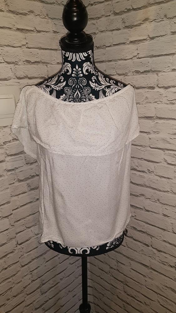 Biała bluzka hiszpanka w kropki