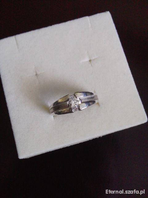 Srebrny 925 pierścionek z cyrkonią