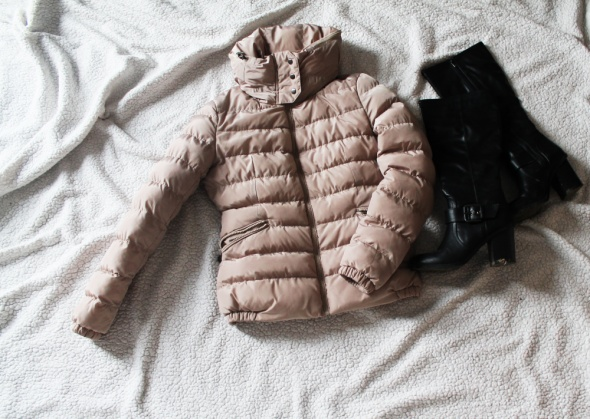 Pikowana beżowa kurtka zimowa
