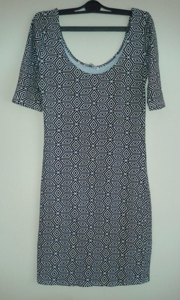 Wzorzysta sukienka Terranova...