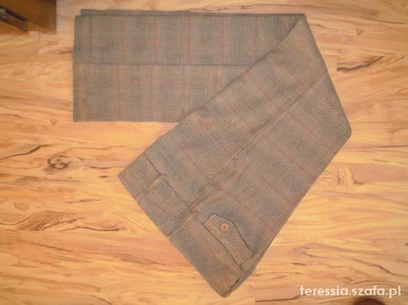 Atrakcyjne Spodnie Reserved 40...