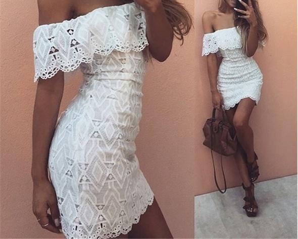 Biała koronkowa sukienka odkryte ramiona