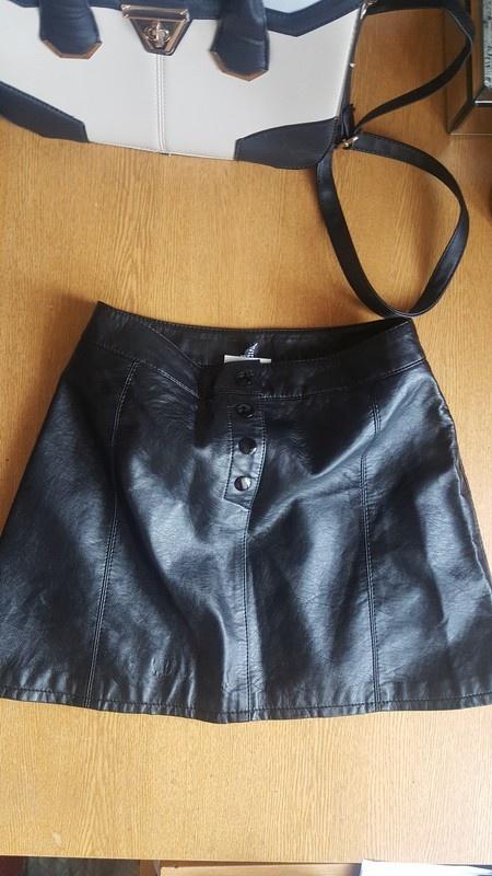 Nowa czarna skorzana spodnica h&m s...