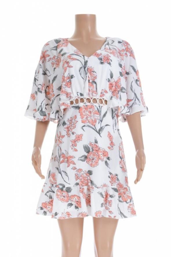 Nowa biała sukienka w kwiaty...