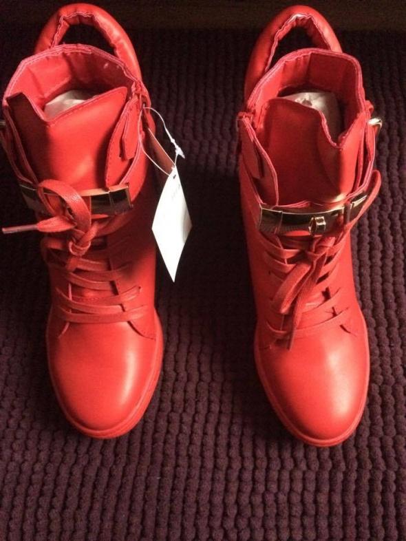 Koturny Nowe czerwone sneakersy trampki na koturnie siwiec