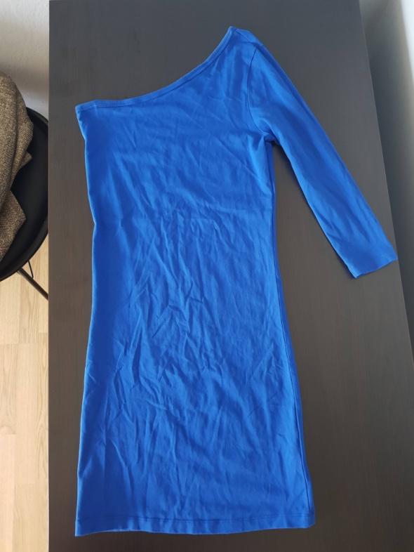 Chabrowa sukienka na jedno ramię