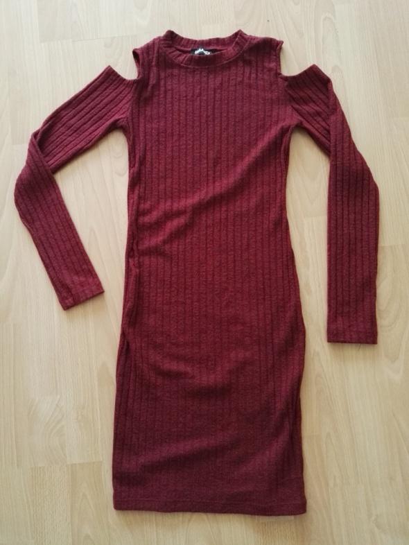 Bordowa seksowna sukienka