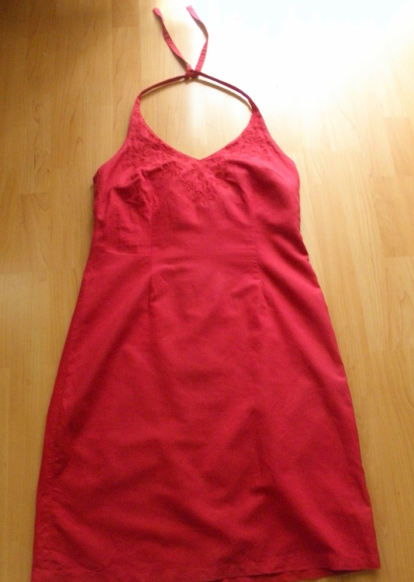 Bordowa sukienka bez pleców z haftem H&M...
