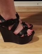 SIMPLE czarne koturny sandałki na koturnie paski zapinane 40 sk...