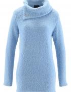 Błękitny sweter z asymetrycznym golfem...