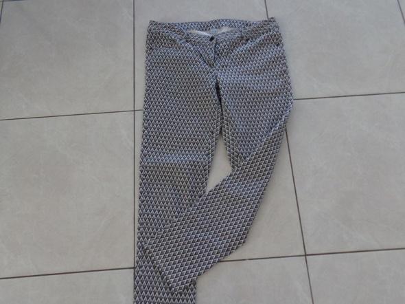 Modne spodnie rurki Blu Motion
