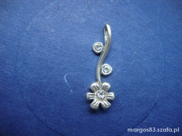 Zawieszki Zawieszka srebna kwiatek z cyrkoniami