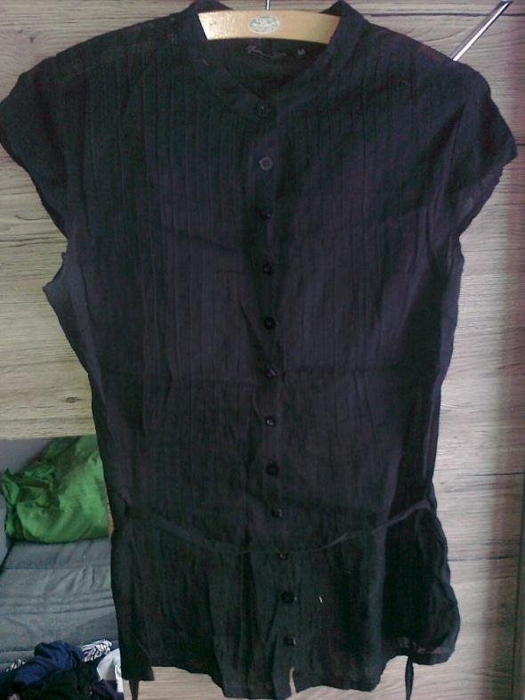 czarna bluzka na guziki