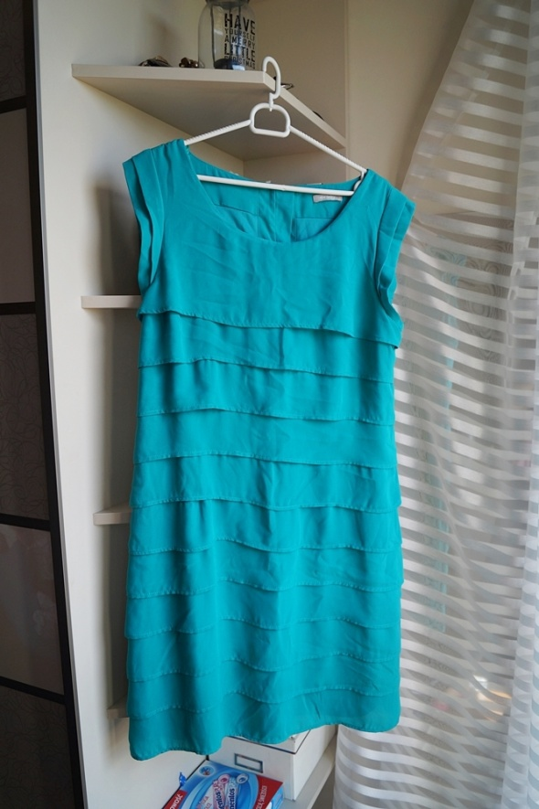 Morska sukienka z falbankami Orsay XL...