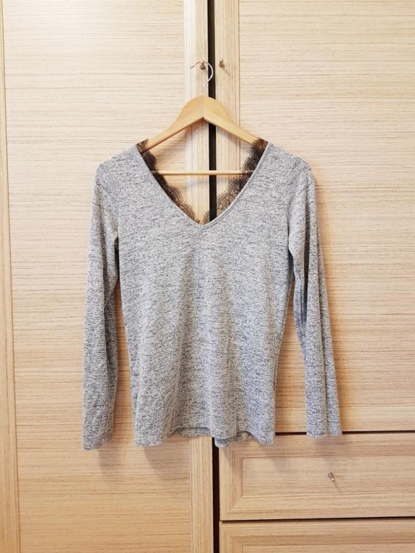 bluzka sweter cienki z koronkowym dekoltem