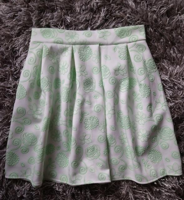 Spódnica w kwiaty biała spódniczka