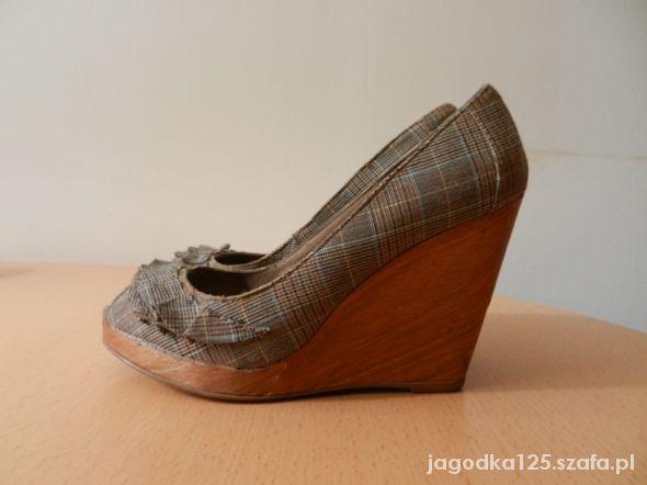 Koturny Beżowe koturny Stradivarius 36 23cm