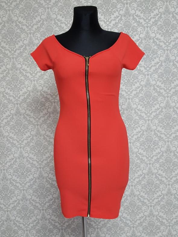 czerwona sukienka z zamkiem River Island...