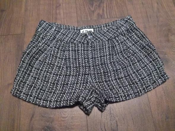 Spodnie i spodenki Spodenki krótkie eleganckie ciepłe XS 11 12 lat 152 cm