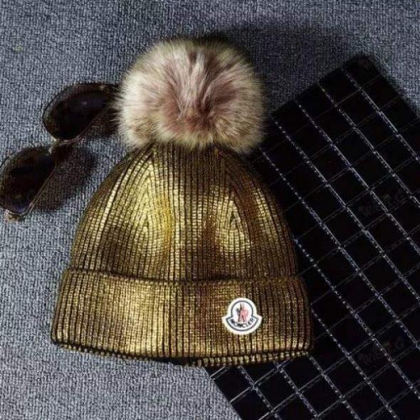 Nakrycia głowy Czapka zimowa złota metaliczna MONCLER ocieplana
