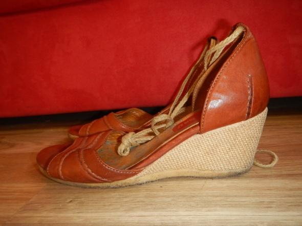 Sandały Clarks Originals skorzane sandaly koturny 40 39 wiazane
