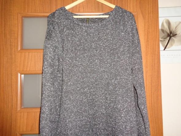 Swetry czarny nakrapiany sweter z zamkiem z tyłu