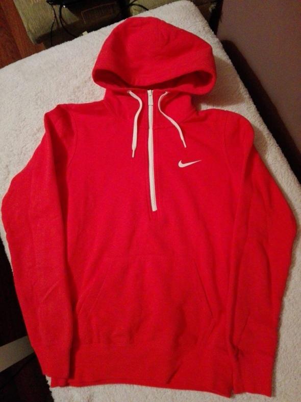 Czerwona bluza NIKE...