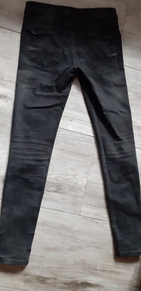 Spodnie Czarne jeansy rurki Mohito