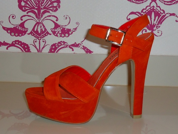 Śliczne nowe sandałki pomarańcz skóra koturny 38