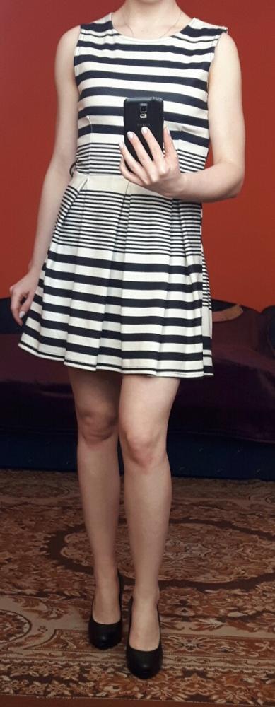 Sukienka w paski XS 34 rozkloszowana