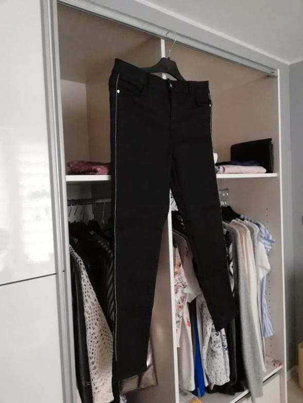 C&A czarne elastyczne spodnie z lampasem