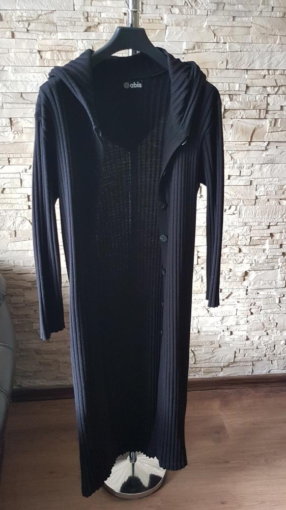 Długi czarny sweterek...