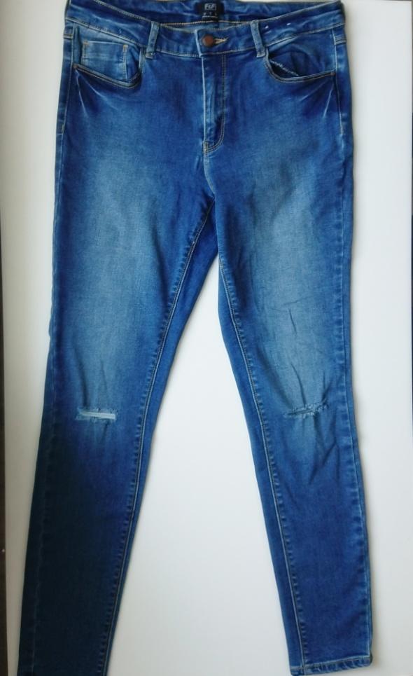 F&F jeansowe spodnie rurki z przetarciami...