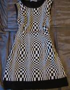 Sukienka w szachownice...