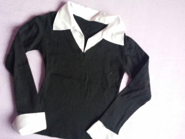 Czarna bluzka z białym kołnierzykiem i mankietami