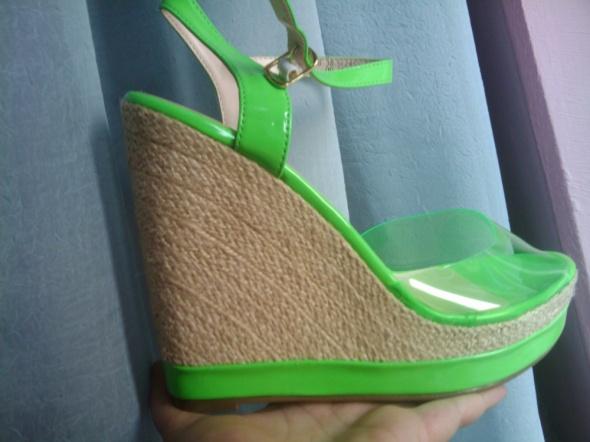Super Przezroczyste Zielone Sandały Koturny NOWE