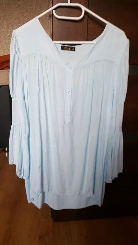 Błękitna bluzka szerokie rękawy