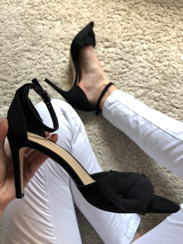 NOWE Sandały sandałki czarne zapinane pasek wokół kostki New Look 41