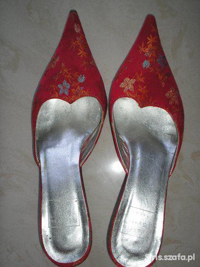 Czerwone włoskie pantofelki z haftem rozmiar 38