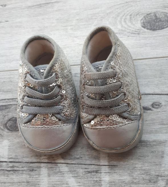 Bury niechodki z cekinami My first shoes