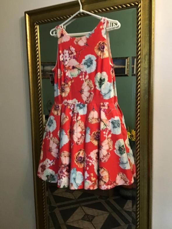 Nowa sukienka w kwiaty...